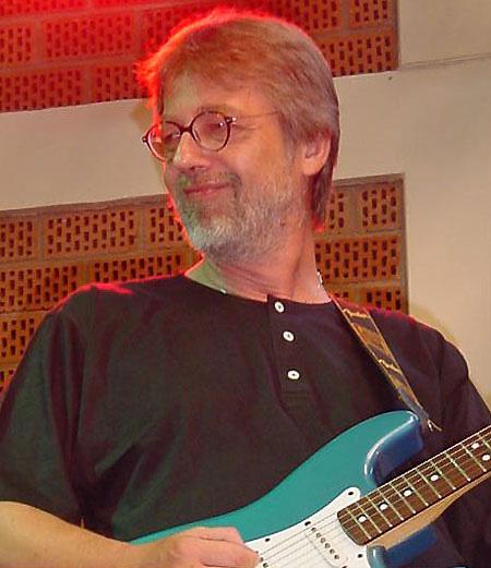 Smiling Guitar